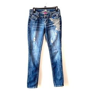 Almost Famous embroidered skinny jeans
